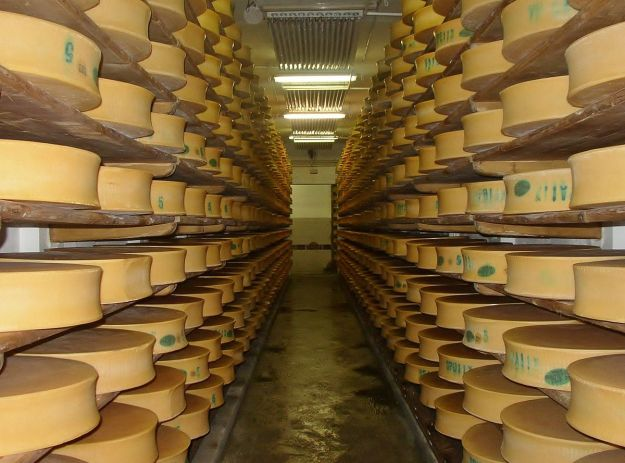 Beaufort Cheese Cave. Photo by Florian Pépellin. CC BY-SA 3.0. Wikimedia Commons