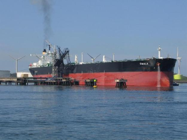 The crude oil tanker Omala moored in Rotterdam. Photo by Danny Cornelissen.