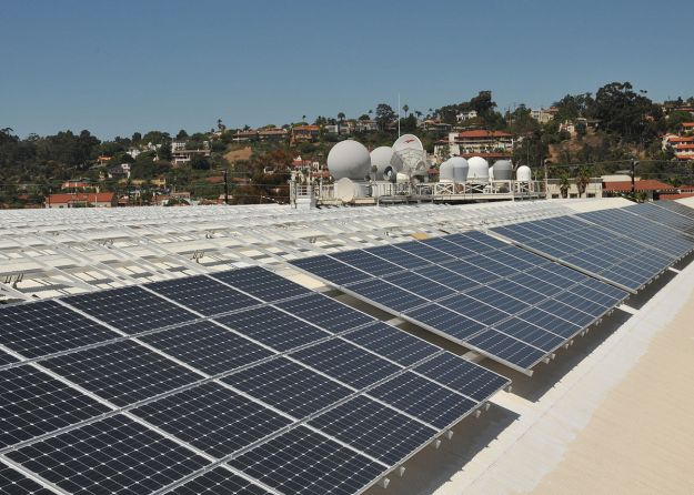 Solar panels on the roof of Space and Naval Warfare Systems Command Headquarters, San Diego. US Navy photo by Rick Naystatt. Public Domain.Wikimedia Commons.
