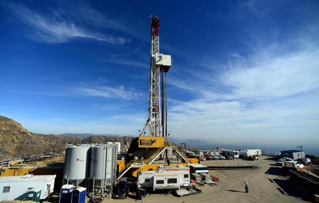 Crews working to stop the natural gas leak in Aliso Canyon in December. Musgrove / AP