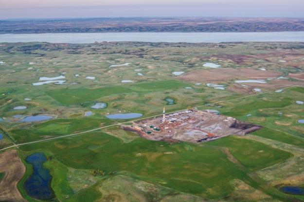 North Dakota, Williston - Bakken - Oil and Gas - Missouri River. Photo Credit: EcoFlight.