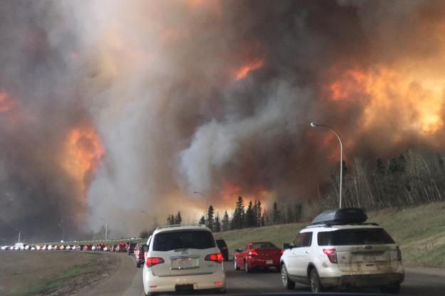 Evacuation of Fort McMurray. Photo by DarrenRD. CC BY-SA 4.0. Wikimedia Commons.