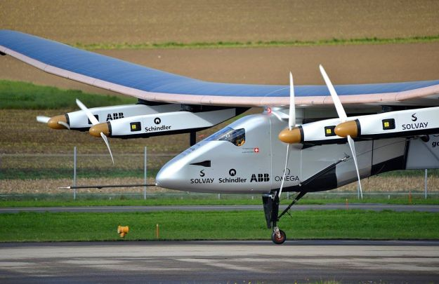 Solar Impulse SI2. November 14, 2014. Photo by Milko Vuille. CC BY-SA 4.0 international. Wikimedia Commons.