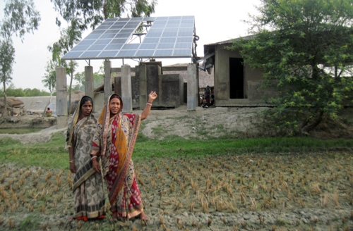 Residents of Sardar Para in Satjeliya Island and the village's solar panels. WWF photo.