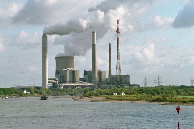 German coal-burning plant (photo by Harald Lordick, CC BY SA, Wikimedia Commons)
