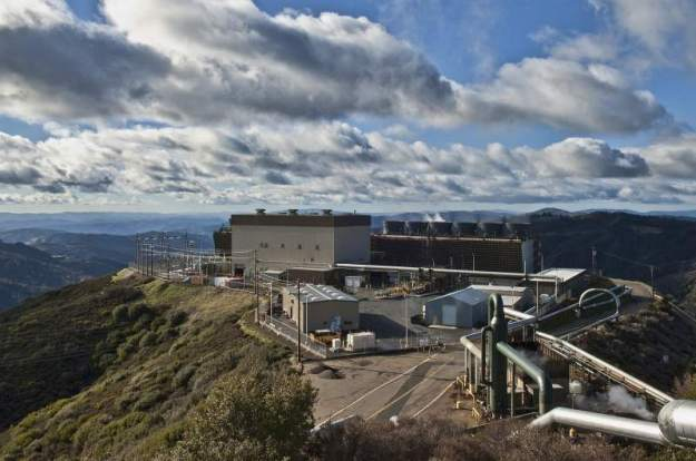 Sonoma U-3 geothermal power plant (Photo courtesy of Calpine Corporation)