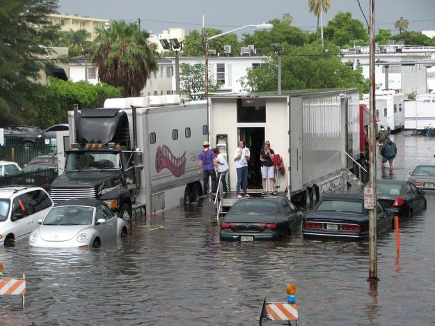 Flooding stops a film crew in Miami Beach (Photo by maxstrz, CC BY SA, Wikimedia Commons)