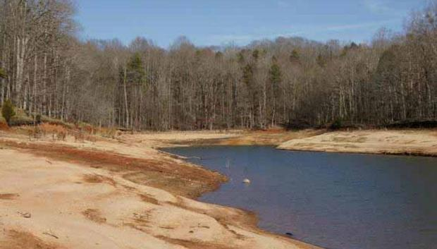 Lake Hartwell, near Anderson, South Carolina, hit by drought (Photo courtesy of Alan Raflo, Virginia Water Resources Research Center)