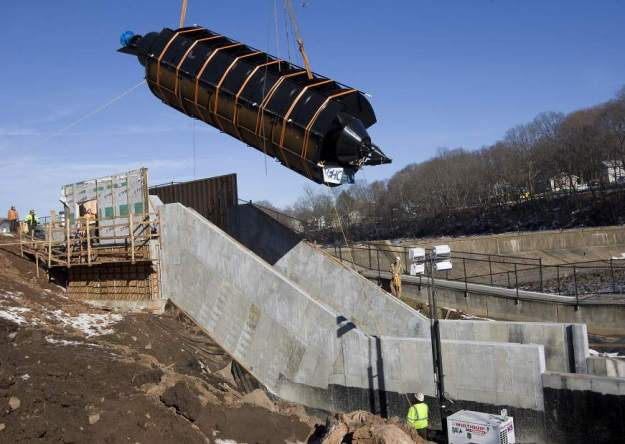Archimedes screw being installed (Dave Zajac, Record-Journal)