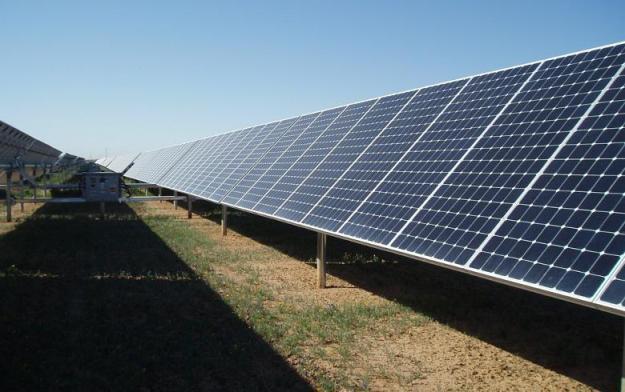 Solar PV park (Author: mdreyno, CC BY-SA)