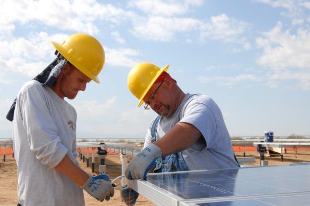 Solar construction (Pixabay image)